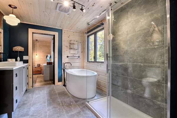 Timber Block Eastman Master Bathroom