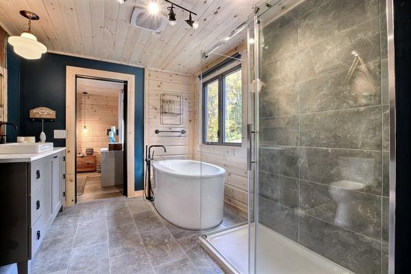 Timber Block Eastman Master Bathroom