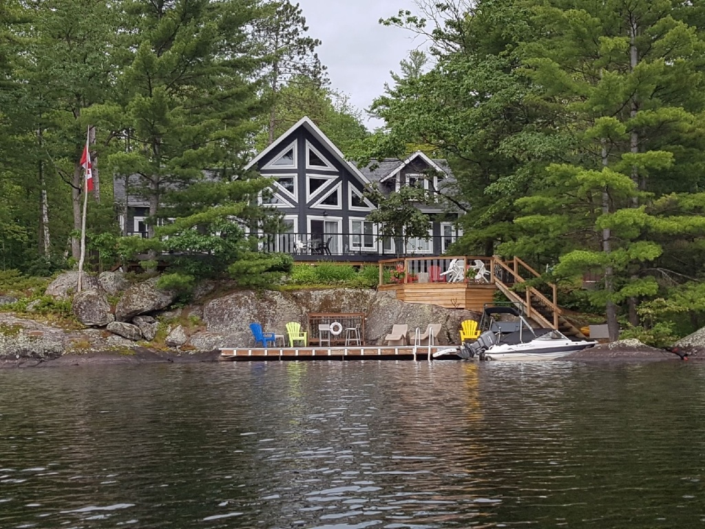 Timber Block Labrador Lakefront Home