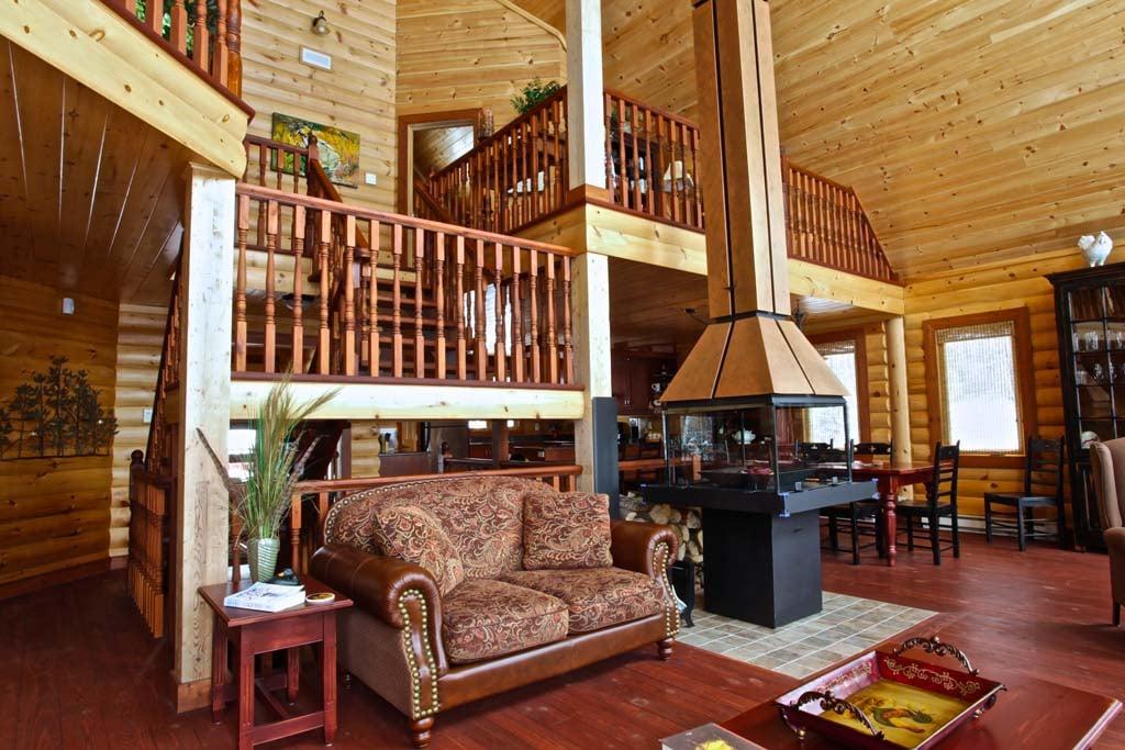 Timber Block Living Room Labrador
