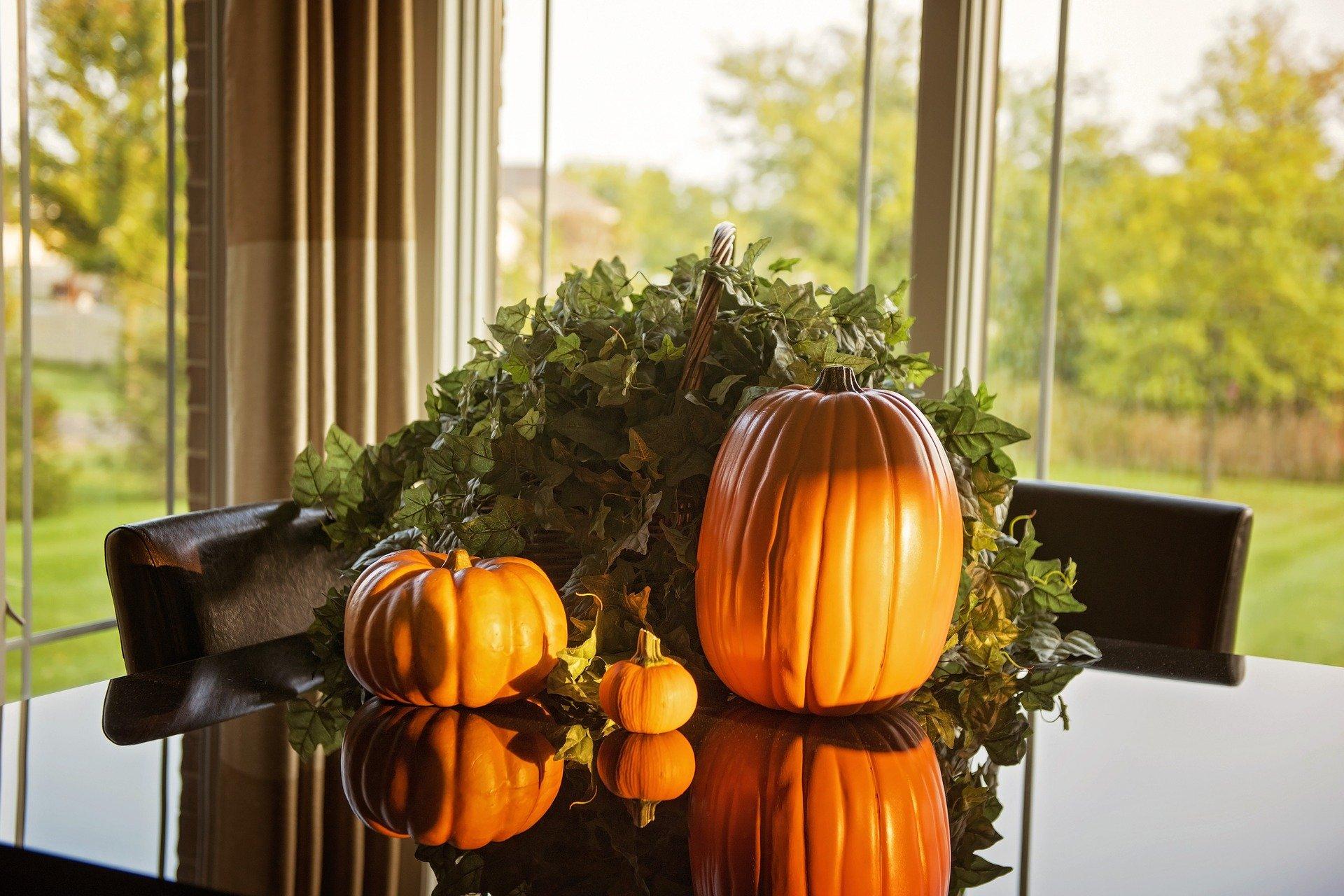 table-pumpkins